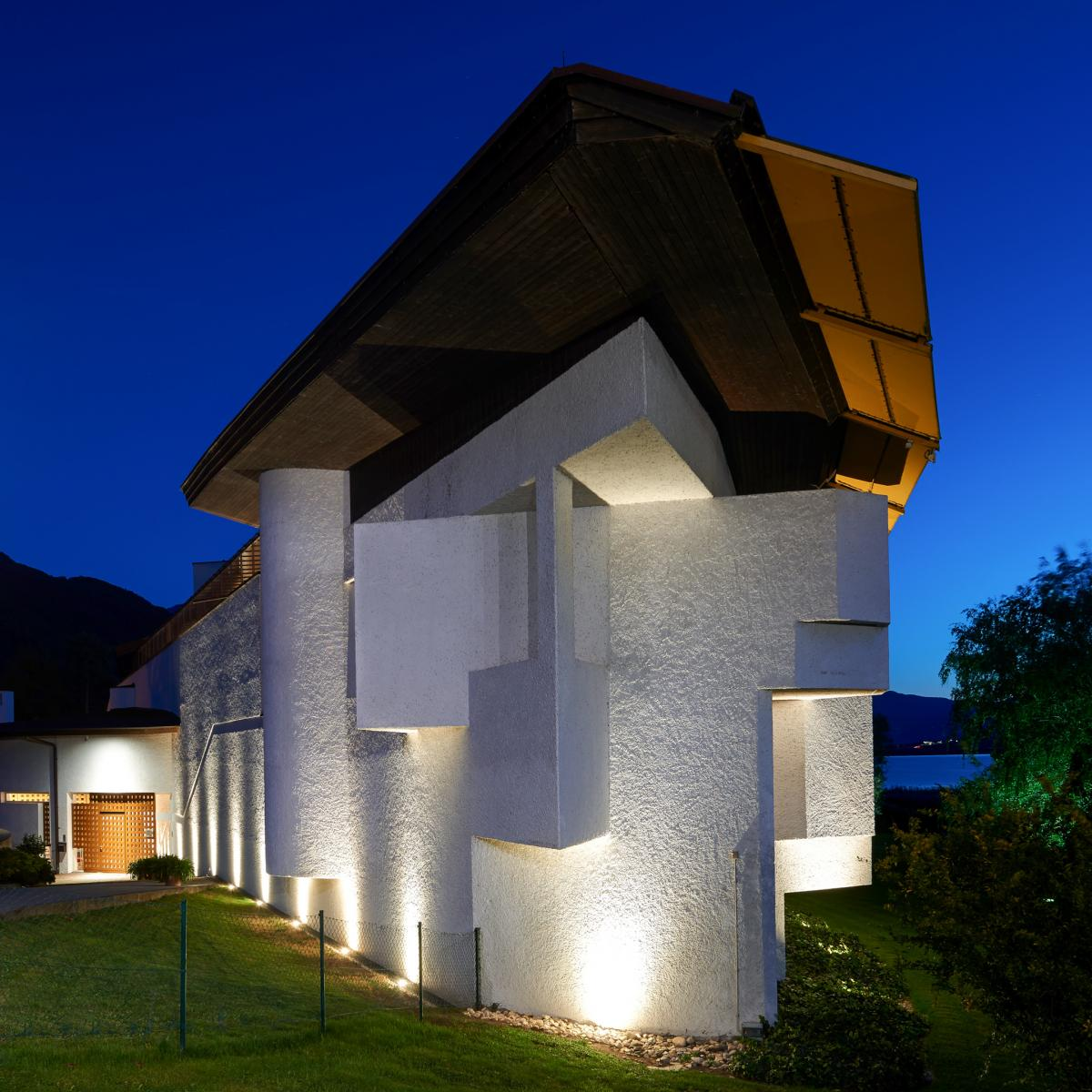 Yet he also knew how to take creative liberties to fill the gap between the natural and populated landscape. The language of architecture changes over time ... & Architecture / Seehotel Ambach